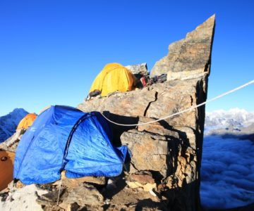 4 tents above the clouds on the mountains